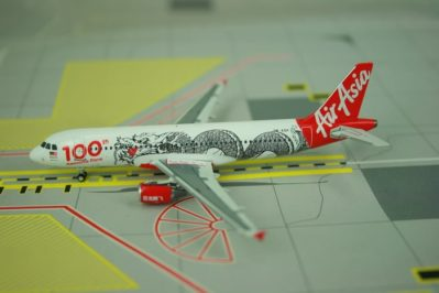 Phoenix Models 10651 - 1/400 Scale Airbus A320-200 diecast model aircraft of Air Asia, 9M-AQH - Phoenix Models PH4AXM788
