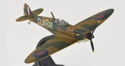 Front Starboard View Oxford Diecast AC052 - 1/72 Scale Supermarine Spitfire Mk I Diecast Model Aircraft of X4328 O-JR Plt Off Philip Howard 'Zeke' Leckrone, No 616 Sqn RAF 1940.