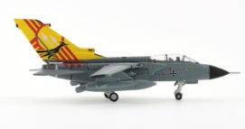 Starboard View Herpa 558211 – 1/200 Scale Panavia Tornado IDS Diecast Model Aircraft. 46 + 05, 1st Line Maintenance Sqn, FlGAusbZLw (Flying Training Center), Luftwaffe. Based at Holloman AFB, New Mexico.