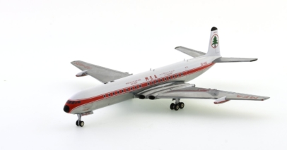 Front port view of nflight200 IFCOMET0717P - 1/200 scale diecast model of the de Havilland DH 106 Comet 4C airliner, registration OD-ADS. In the livery of Middle Eastern Airlines (MEA).